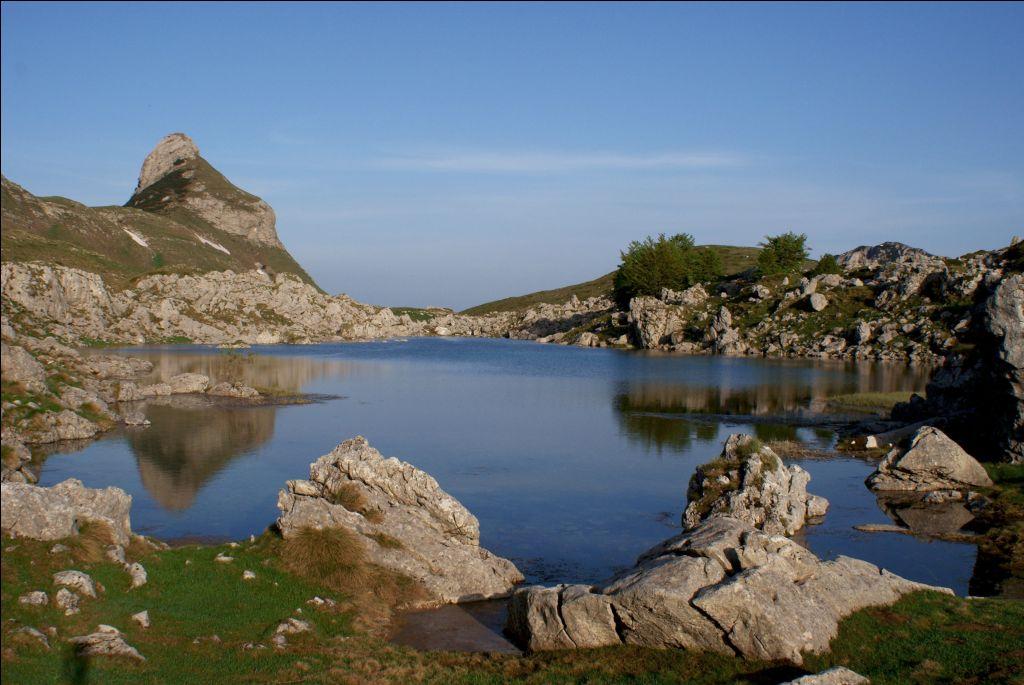 Валовито озеро