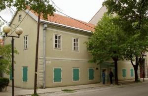 Здание Академии в Цетыне