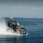 Мотоцикл по воде 00001