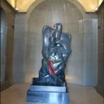 Статуя Негуша в высоту составляет 3,74 метра.